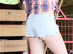 nasty cowgirls share a jizz-shotgun