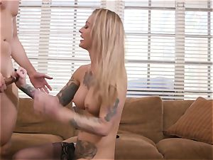 tattooed hotty Gets penetrated