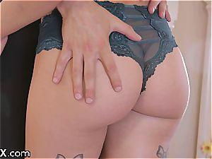 Sydney just enjoys the sensual screwing with her new boyfriend