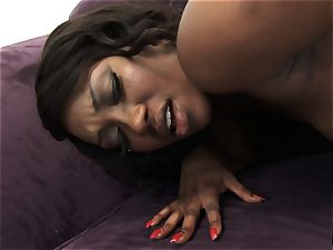 ebony sweetie Skyler Nicole messes with the adorable minge of her acquaintance