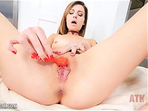 thin stunner Avery Moon plays with her clit