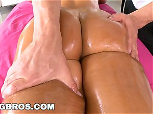 BANGBROS - Deep ass-fuck rubdown for #1 superstar Lisa Ann