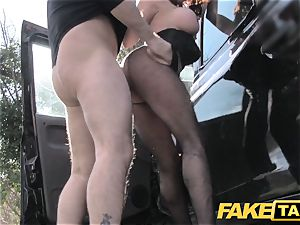 faux taxi Street nymph pulverizes cabbie for cash