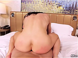 amateur muscle milf getting pummeled in the culo