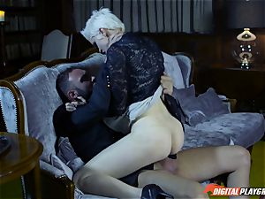 Inmortal short haired cutie Mila Milan has a fast gash popping session