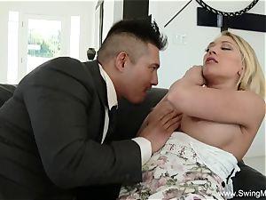 porking A platinum-blonde Swingers wifey