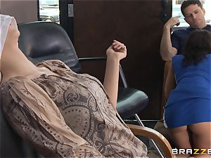 Hairdresser Rachel Starr catches a massive cumload