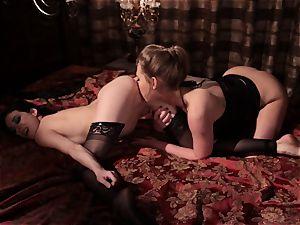Carter Cruise minge gobbles blindfolded woman