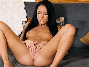 Megan Rain gets nude to make her delicious fuckbox jism