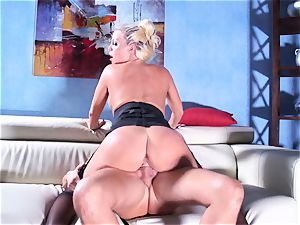Britney Amber rails her fat caboose on his shaft
