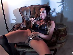 Ariella Ferrera porks herself with a ample glass plaything