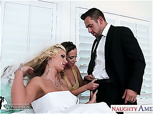 beautiful honies Jada Stevens and Phoenix Marie share manhood