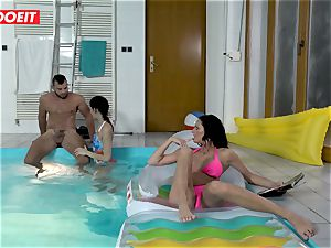 LETSDOEIT - sonnie pulverizes StepMom And sis At The Pool