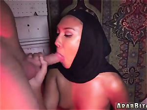 Arab lady first-ever time Afgan whorehouses exist!